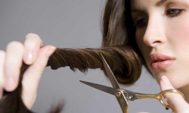 Comment couper vos propres cheveux : ciseaux, tondeuse & brushing
