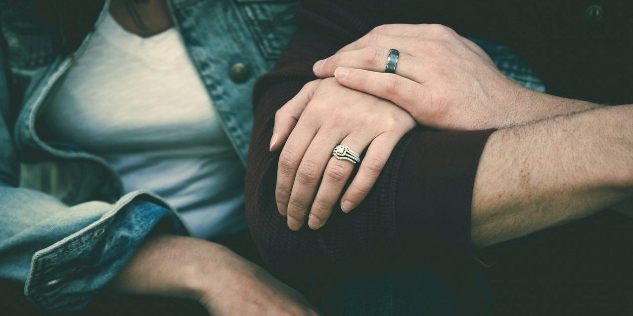 Comment trouver une bague de fiançailles originale à prix malin ?
